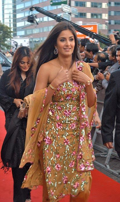 Katrina Kaif Gorgeous Dress Pic On Red Carpet