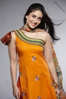 Kareena Kapoor Cute Pics in Shalwar Kameez