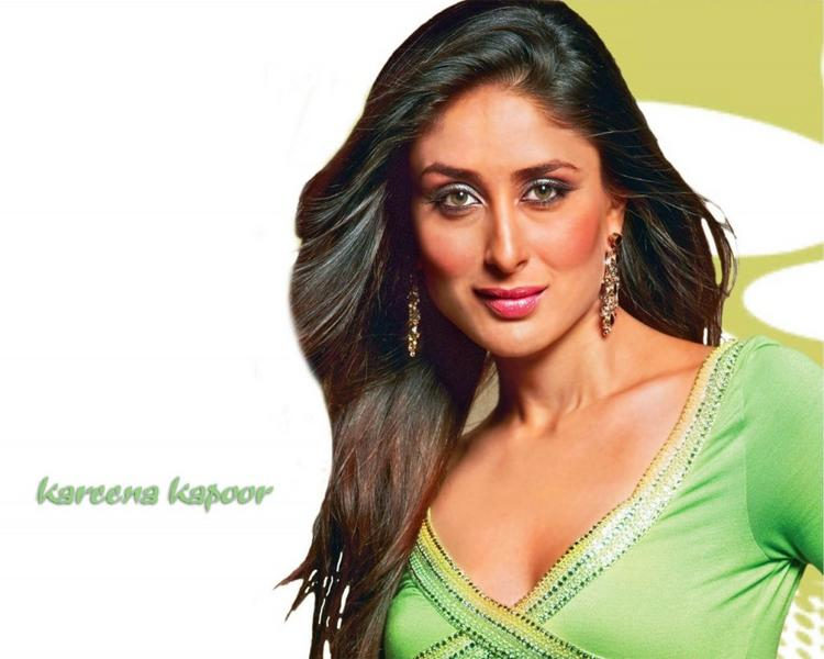 Kareena Kapoor Sexy Dazzling Look Wallpaper
