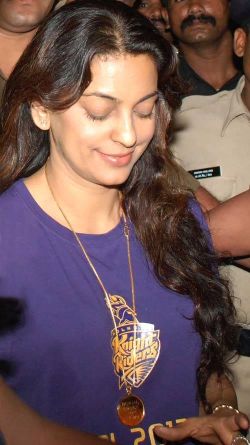 Juhi Chawla Wears KKR Jersey