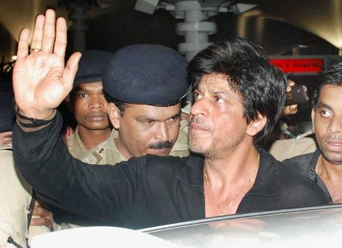 Shahrukh Khan Protected By Police