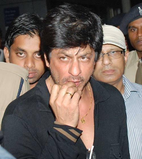 Shahrukh Khan Smoky Eyes Looks On At The Airport