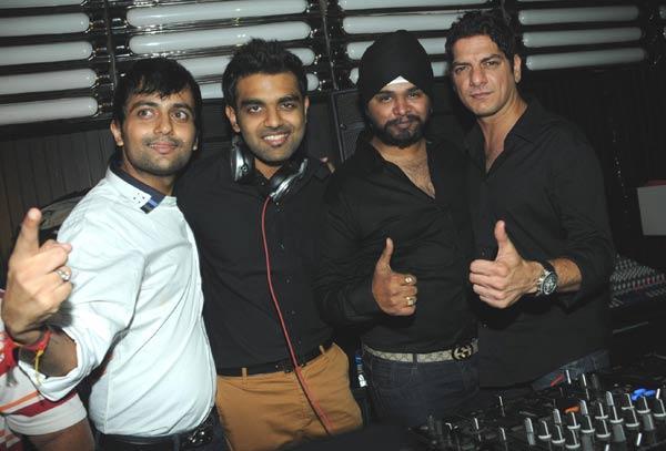 Ketul,Ramji And DJ Akhil Enjoying Cool Pic