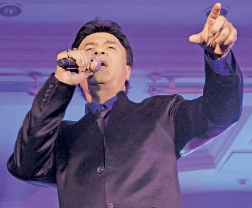 Anu Malik Singing Pose Gets Mike Happy