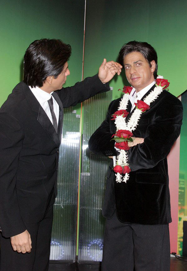 Shahrukh Khan With His Wax Statue At Madame Tussauds