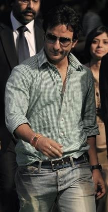 Saif Arrives In Bangkok For Final Day At IIFA 2008