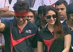Saif With Kareena At Delhi Half Marathon