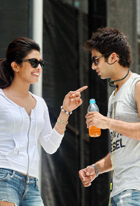 Priyanka Chopra With Shahid Cool Pic