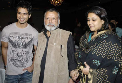 Shahid With Father Pankaj And Mother Neelima Azmi Photo