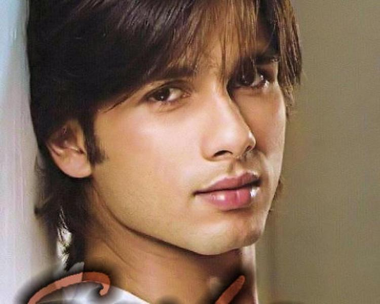 Shahid Kapoor Cute Face Look Photo