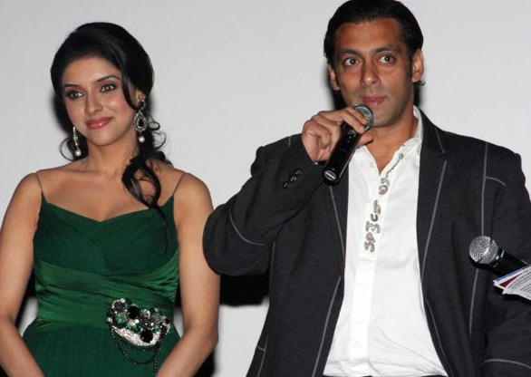 Salman Khan And Asin Glamour Look Pic