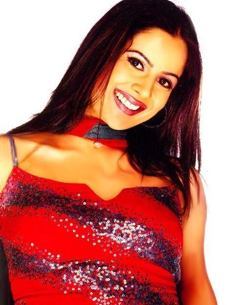Nandini Singh Dazzling Face Look Wallpaper