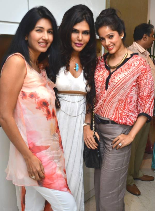 Deepti,Nisha And Vidya Pose For A Click
