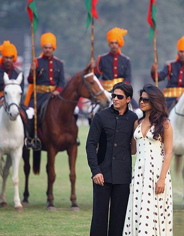 Priyanka With Shahrukh Khan Stylist And Cool Pic