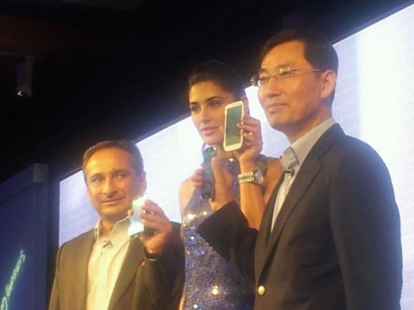Nargis At The Launch Of Samsung Galaxy SIII