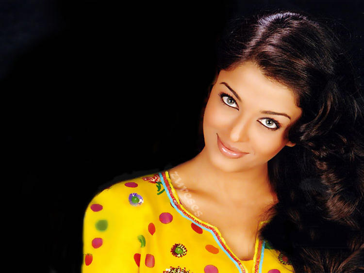 Aishwarya Rai Cute Sexy Look Wallpaper