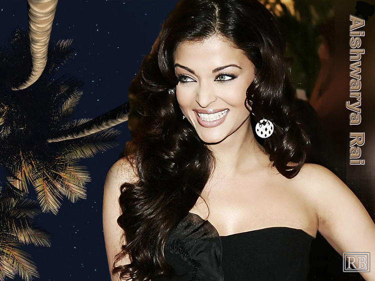Aishwarya Rai Cute Smiling Face Wallpaper
