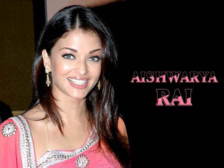 Aishwarya Rai Gorgeous Smile Look Wallpaper