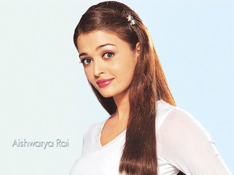 Aishwarya Rai Pink Lips Acttractive Face Wallpaper