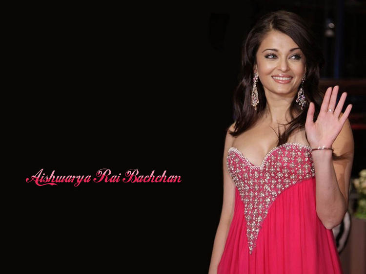 Aishwarya Rai Sweet Smiley Face Look Pic