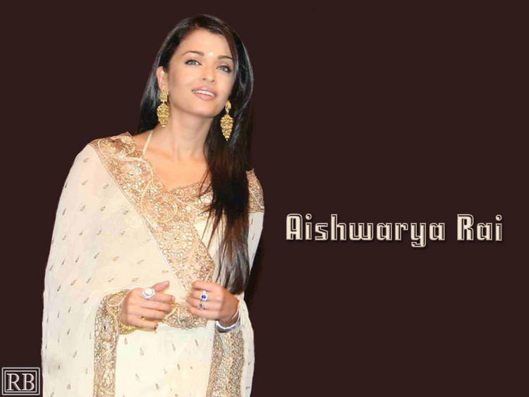 Aishwarya Rai Wallpaper In Gorgeous Saree