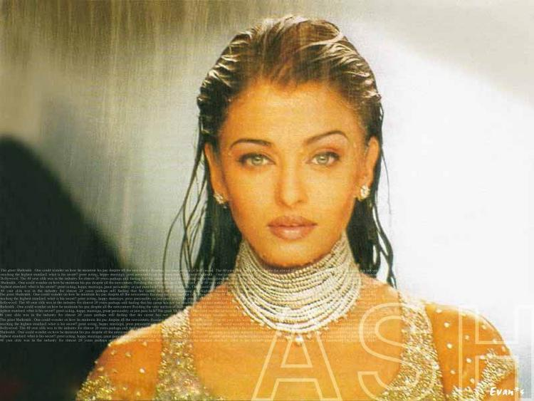 Aishwarya Rai Wet Swim Still