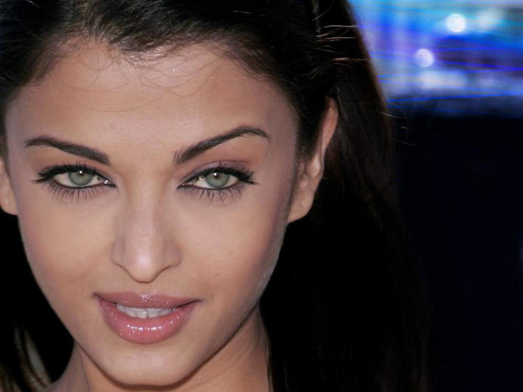 Green Eyes Babe Aishwarya Rai Photo
