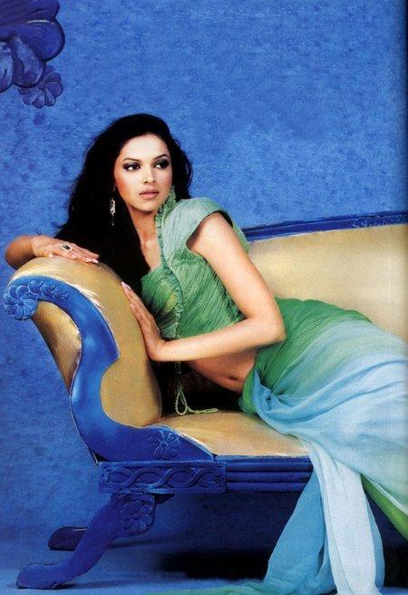 Deepika Padukone Saree Small Still