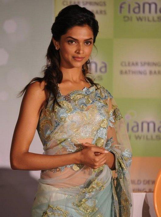 Deepika Padukone Sexy Still In Net Saree
