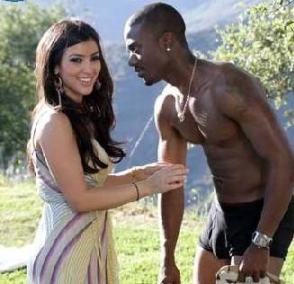 Kim Kardashian Cute Smile Pic