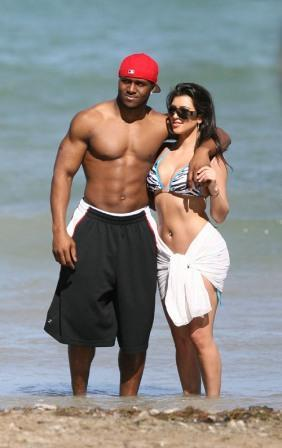 Kim Kardashian Stunning Shocking Pic On The Beach