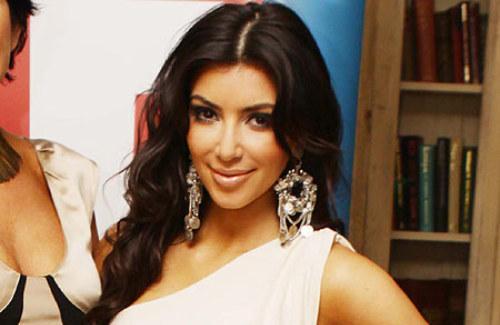 Kim Kardashian Sweet Smile Gorgeous Pic