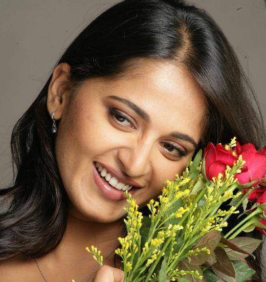 Anushka Shetty Cute Smile Pic