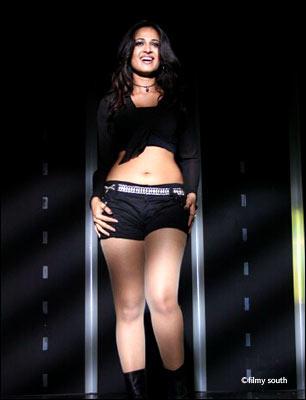 Anushka Shetty Exposing Her Sexy Things