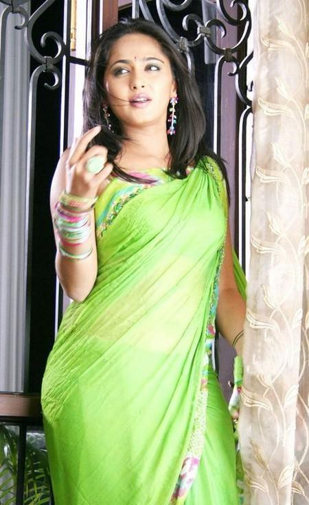 Anushka Shetty In Sexy Green Saree Hot Pic