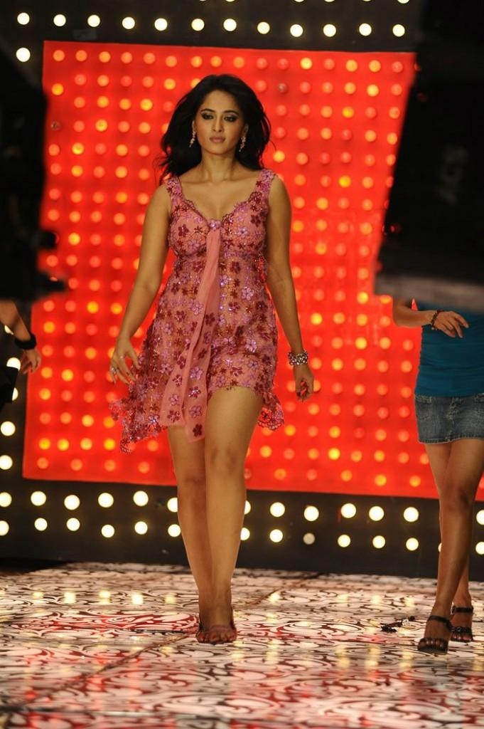 Anushka Shetty Walk The Ramp In Rosse Color Dress