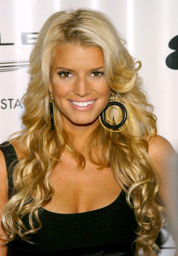 Jessica Simpson Sweet Smile Pic In Brown Curly Hair