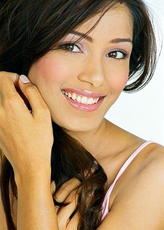 Freida Pinto Beautiful Smile Pic