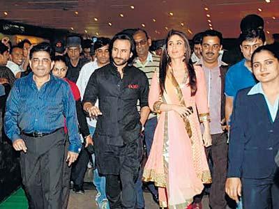 Saif And Kareena Kapoor Glamour Look Pic