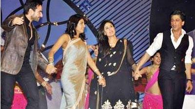 Saif,Priyanka,Srk And Kareena Dancing Pic