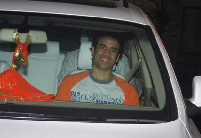 Tusshar Kapoor Smiling Pic In Car