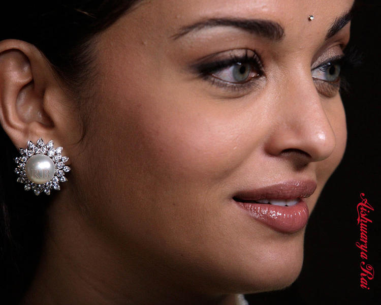 Aishwarya Rai Cool Look Wallpaper