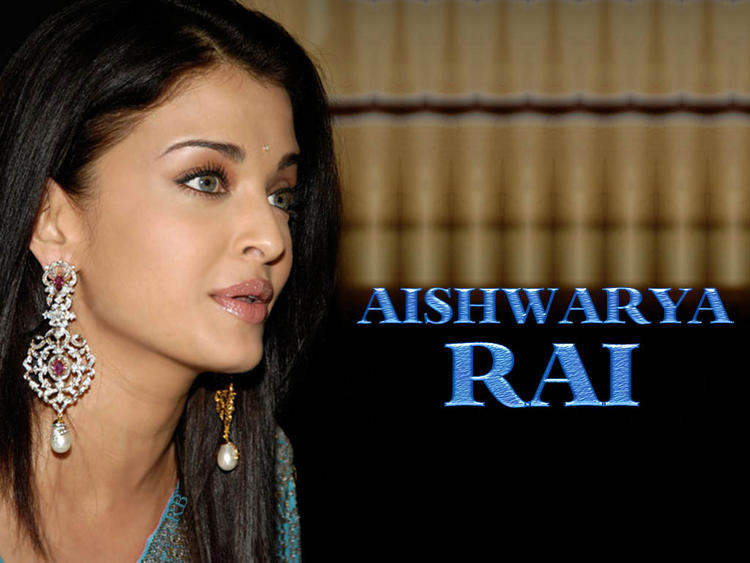 Charming Actress Aishwarya Rai Wallpaper