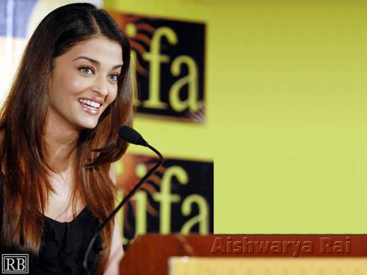 Cute Indian Actress Aishwarya Rai Sweet Still