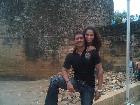 Bipasha Basu and Ajay Cute Photo