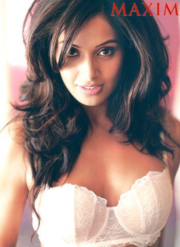 Bipasha Basu Romantic Look Pic For Maxim