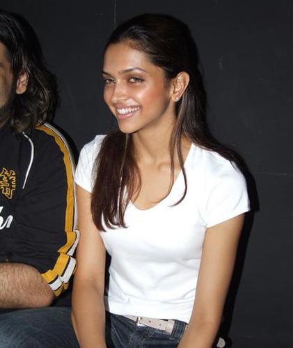 Deepika Padukone  Cute Smile Pic