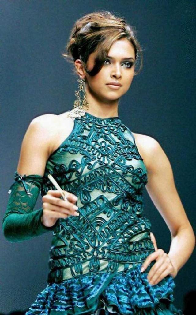 Deepika Padukone Looking Very Beautiful