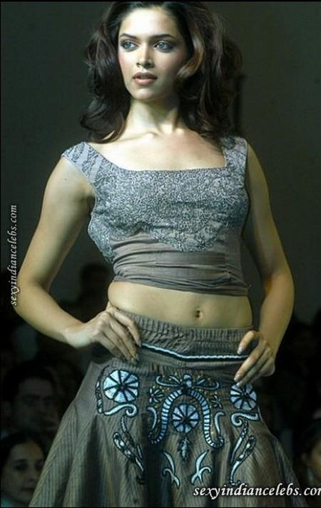 Deepika Padukone Sexy Navel Pic