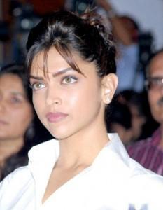 Deepika Padukone Shiny Face Look Still